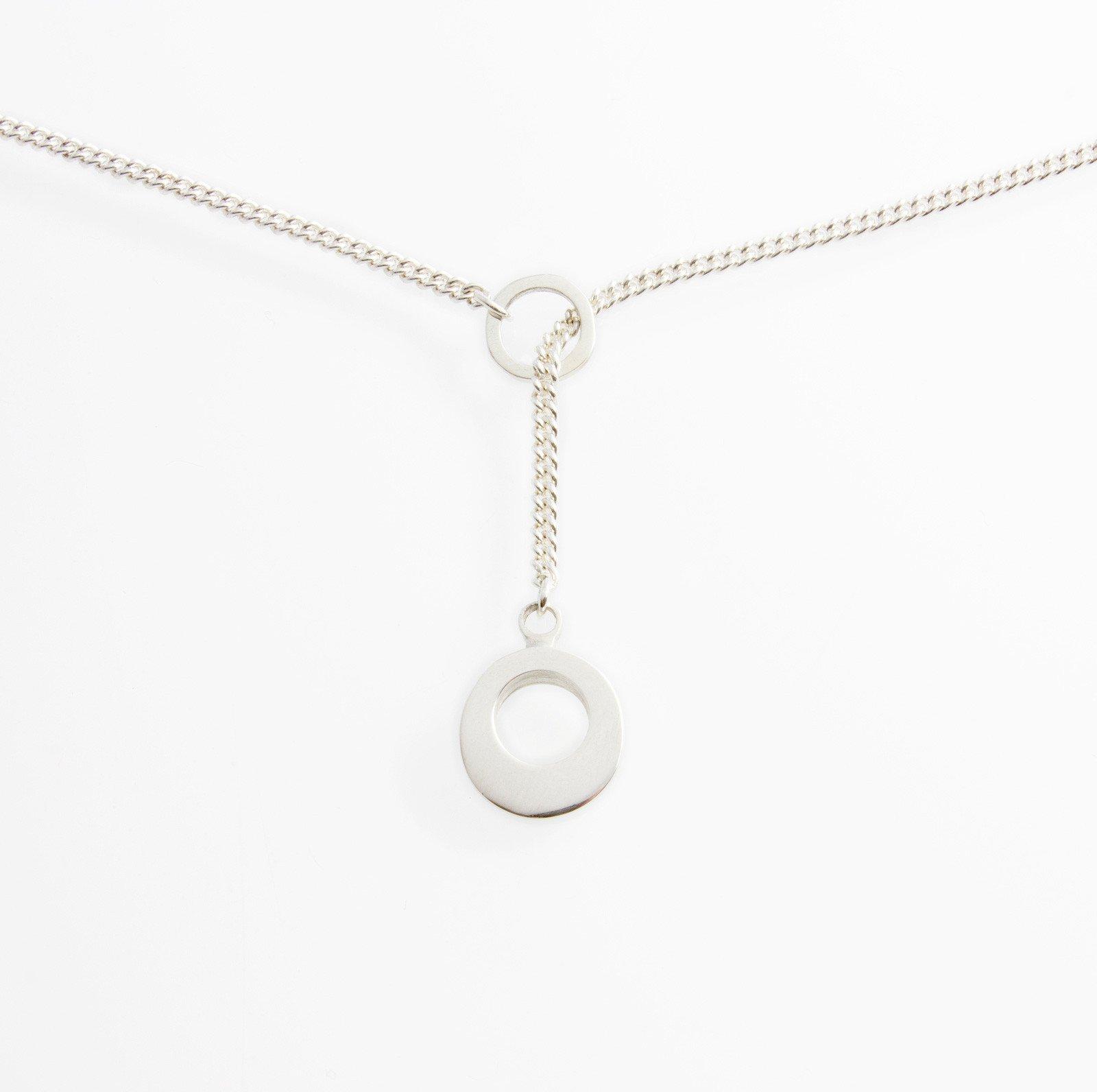 Silver Lariat Pendant. Material : Sterling Silver. Measurements: Pendant 11mm diameter (approx.) Chain 45cm/18